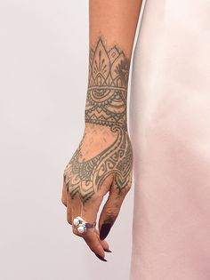WESTWOOD, CA - MARCH Singer Rihanna attends the premiere of Twentieth Century Fox And Dreamworks Animation's 'HOME' at Regency Village Theatre on March 2015 in Westwood, California. (Photo by Jason Merritt/Getty Images) Tribal Hand Tattoos, Mandala Hand Tattoos, Hand Tattoos For Girls, Dope Tattoos For Women, Henna Tattoo Hand, Henna Tattoo Designs, Finger Tattoos, Geometric Tattoos, Tattoo Ink
