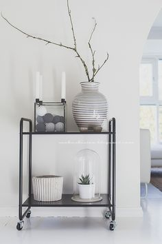 . Living Room Inspiration, Interior Inspiration, Living Room Decor, Living Spaces, White Home Decor, White Houses, Scandinavian Interior, House Rooms, Restaurant Design