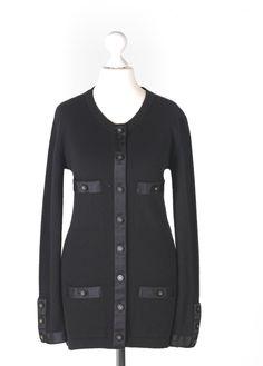 Chanel Auktion Lot 97: Chanel Strick Cardigan aus der Autumn Collection 1995, schwarzer Caschmirstrick, deutsche Größe 36, Rückenlänge ca. 72 cm