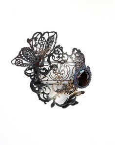 """Brooch 