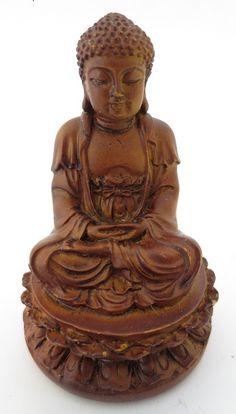Beeld - Kleine Meditatie Boeddha - zittend op lotus - houtkleur - 6 cm