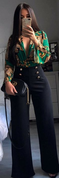 Brilliant Spring Outfits To Copy Now woman wearing green and brown plunging neckline long-sleeve shirt and black straight cut pants taking selfie. Pic by Ecstasy Models – Womens Fashion & Streetstyle Look Fashion, New Fashion, Trendy Fashion, Womens Fashion, Fashion Trends, Fashion Spring, Fashion Ideas, Fashion 2018, City Fashion