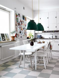 Elle interiör -- love all white with bursts of color. Kitchen Interior, Interior Design Living Room, Kitchen Decor, Kitchen Design, Interior Decorating, Sweet Home, House Design Photos, Dining Room Inspiration, Kitchen Flooring