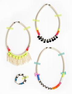 Rope necklaces with neon accents // collar de cuerda con hilos neón y pompones