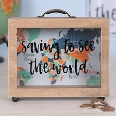 Saving to See the World Money Box - Idées cadeaux pour voyageurs Travel Fund, Travel Box, Travel Money, Travel Gifts, Travel Shadow Boxes, Diy Shadow Box, Diy Voyage, Cadre Diy, Savings Box