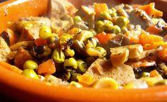 Cucina vegana o cucina naturale non è affatto sinonimo di piatti insapori, anzi: provate per esempio lo spezzatino di seitan ai piselli freschi e funghi.