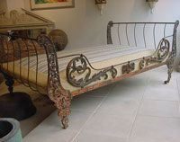 Love this wrought iron daybed. Antique Iron Beds, Wrought Iron Beds, Antique Metal, Banquettes, Antique Chairs, Antique Daybed, Beautiful Bedrooms, Bed Frame, Vintage Furniture