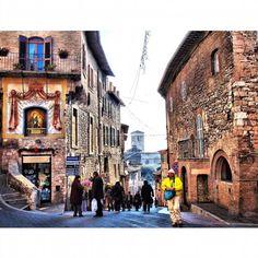 #Assisi #Italy#assisiitaly#village#borgo#roadtrippin#italianvillage#traveling#wanderlust#vagabondage#vagabonder#travelpic#travelmemories#medievalvillage#reizen#streetart#streetpic#reislust#cittadarte#travelaholic#traveladdict#travelingram#traveltoitaly#straatgram#straatfotografie#viaje#viajar#pasiondeviajar by marta_la_matta