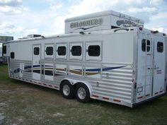 5 horses... living quarters. perfect.
