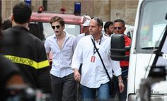 NEW/OLD pics of Rob taken on the set of NEW MOON  as Edward Cullen 5/2009
