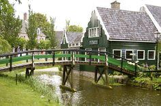 Zaanse Schans -http://shruti-k.blogspot.com/2012/09/europe-pit-stop-5-zaanse-schans.html
