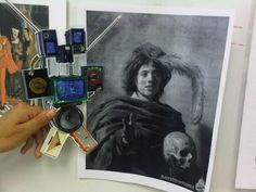 """@PaikBot preguntando ¿Por qué representan a Hamlet con una calavera en la mano en el monólogo del """"ser o no ser""""? @teoria3"""