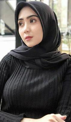 Ervina Hijabi Girl, Girl Hijab, Beautiful Muslim Women, Beautiful Hijab, Cute Asian Girls, Cute Girls, Arab Girls Hijab, Islamic Girl, Hijab Fashionista