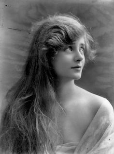 ↢ Bygone Beauties ↣ vintage photograph of Evelyn Laye (1917), English actress.
