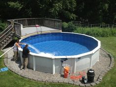 Are you a new pool shopper? Choosing the best material for above ground swimming pool is not easy. Aluminum and resin are the most common materials used for above ground pools. Each pool store has a different opinion as to which is the best material. Oberirdischer Pool, Swimming Pool Decks, Intex Pool, Above Ground Swimming Pools, In Ground Pools, Lap Pools, Intex Above Ground Pools, Shark Pool, Indoor Pools