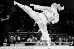 World championship karate-do 2014 Bermen. Female Martial Artists, Martial Arts Women, Tang Soo Do, Kyokushin Karate, Karate Girl, Aikido, World Championship, Kicks, Martial