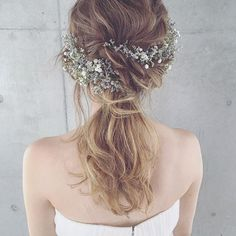 This is definitely my kind of style. Simple,natural and flowery. Mad love! #bridalhairdo #bridalinspo