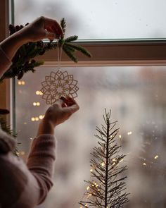 Christmas Themes, Christmas Decorations, Holiday Decor, Autumn Cozy, Natural Christmas, Pretty Photos, Slow Living, Christmas Is Coming, Merry And Bright