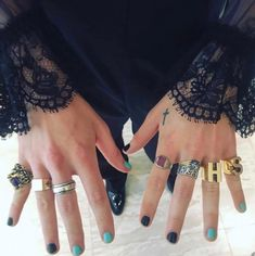 Met Gala Harry Styles wears HEELS, one earring and sheer shirt Met Gala Harry Styles wears heels as he embraces camp theme<br> Harry Styles delighted fans as he arrived at the Met Gala 2019 at the Metropolitan Museum of Art in New York on Monday. Harry Styles Tattoos, Tatuajes Harry Styles, Harry Styles Photos, Harry Styles Quiz, One Direction Nails, Acrylic Nails Natural, Mens Nails, Cool Nail Art, Short Nails