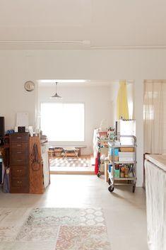 黄色いカーテンが仕切りのお部屋は、A様のアトリエです。自宅でものづくりをするって良いなぁ。#A様邸練馬 #団地リノベ #シンプルな暮らし #モルタル #アトリエ #日当たり良好 #EcoDeco #エコデコ #インテリア #リノベーション #renovation #東京 #福岡 #福岡リノベーション #福岡設計事務所 Loft, Furniture, Home Decor, Decoration Home, Room Decor, Lofts, Home Furnishings, Home Interior Design, Attic Rooms