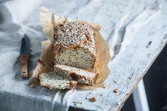 Glutenvrij amandel zonnebloempitten brood door Sofie Dumont Sans Gluten, Camembert Cheese, Cake, Brunch, Oven, Bread, Baking, Breakfast, Food