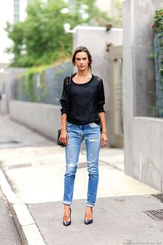 Alessandra Ambrosio by Athens street style Net Fashion, Love Fashion, Fashion Trends, Fashion Fall, Style Fashion, Fashion 101, Fashion Pants, Fashion Dresses, Street Style Trends
