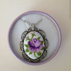 Embroidery Flowers Pattern, Wool Embroidery, Hand Embroidery Stitches, Ribbon Embroidery, Cross Stitch Embroidery, Wedding Cross Stitch, Mini Cross Stitch, Cross Stitch Rose, Cross Stitch Flowers