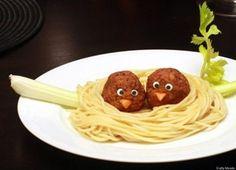 Je crois que même moi je terminerai mon assiette si on me servait des jolis petits plats comme ça !! Voici des idées originales pour proposer un menu vraiment différent aux enfants de votre mariage, c'est tout simple mais la présentation change tout