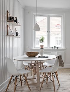 Scandinavian Design: Beautiful home in white - via Coco Lapine Design