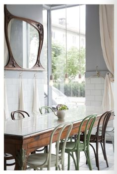 That Boho Chick: Gorgeous Brasserie and Redwood Dining Chairs Cafe Chairs, Dining Chairs, Room Chairs, Cafe Design, House Design, Sweet Home, Home Decoracion, Bentwood Chairs, Swivel Chair