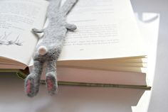 Another photo of a beautiful felt bunny as bookmark ---- by Kreativsüchtig: Layout-{T}renner