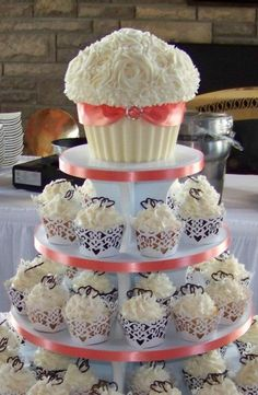 Wedding Cupcake Tower with Jumbo Cupcake on Top Large Cupcake Cakes, Cupcake Tier, Big Cakes, Giant Cupcakes, Cupcake Tower Wedding, Mini Wedding Cakes, Wedding Cakes With Cupcakes, Elegant Cupcakes, Beautiful Cupcakes