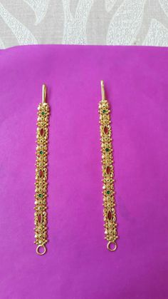 Gold Jhumka Earrings, Gold Bridal Earrings, Jewelry Design Earrings, Gold Earrings Designs, Gold Bangles Design, Gold Jewellery Design, Gold Jewelry Simple, Jewels, Chains