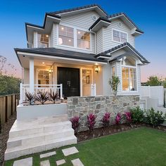 How gorgeous is this home in Brisbane! Perfect Australian Hamptons Style home right here😍.so much charm and character. Make sure to swipe ➡️ to take a tour. Spotted on build by . Architecture Design, Facade Design, Exterior Design, House Design, Design Design, Br House, House Front, Hamptons Style Homes, The Hamptons