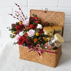 Chinese New Year Cookies, Chinese New Year Gifts, Chinese New Year Decorations, Hamper Boxes, Hamper Basket, Diy Gift Baskets, Gift Hampers, Fruit Flower Basket, Chinese New Year Flower