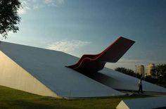 O Parque do Ibirapuera, em São Paulo, foi inaugurado em 1954, mas o conjunto idealizado por Niemeyer só foi concluído 50 anos depois, com a entrega do Auditório Ibirapuera