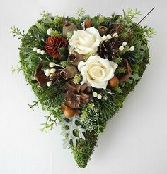 Grabgesteck, Grabschmuck Herz wollweiß, Allerheiligen, Totensonntag, Gedenktag You are in the right place about funeral procession Here we offer you the most beautiful pictures about the funeral progr Advent Wreath, Grapevine Wreath, Funeral Reception, Grave Decorations, All Saints Day, Xmas Wreaths, Remembrance Day, Funeral Flowers, Beaded Flowers