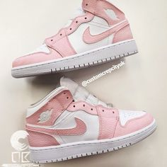 Dr Shoes, Pink Nike Shoes, Cute Nike Shoes, Swag Shoes, Cute Sneakers, Nike Air Shoes, Hype Shoes, Pink Sneakers, Teen Girl Shoes