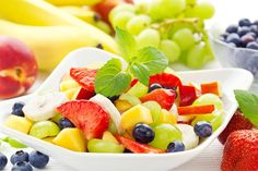 Bowl of healthy colorful fruit salad , Detox Recipes, Veggie Recipes, Healthy Recipes, Detox Foods, Veggie Food, Colorful Fruit, Exotic Fruit, Diet And Nutrition, Sumo Detox