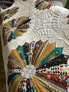Not My Quilt, but I wish it was… | Juniper Quilts. Dresden Plate Quilt