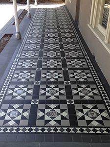 Tiles for front door Victorian Hallway, Victorian Front Doors, Victorian Porch, Victorian Terrace House, Porch Tile, Porch Flooring, Exterior Tiles, Exterior Design, Victorian Mosaic Tile
