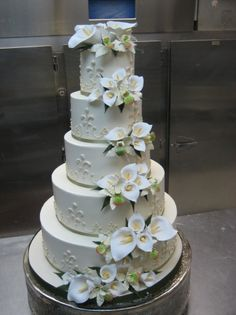 Calla Lily Wedding Cake... my favorite flowers!