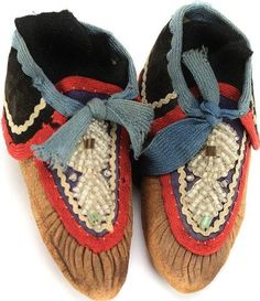 Pair 1900 Iroquois childs moccasins