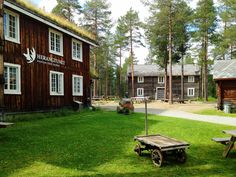 Herangtunet Boutique Hotel, a hidden gem in the deep forest of Norway, is a family-run design hotel only 2 hours and 45 min drive from Oslo Airport. Herangtunet is surrounded by picturesque forests… Hotel Inn, Lillehammer, Timber Buildings, Design Hotel, Places Of Interest, Boutique Design, Oslo, Lodges, Beautiful Gardens