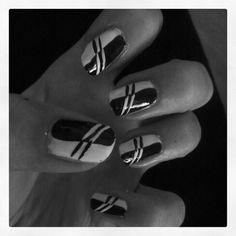 #black #and #white #stripes #nailart (self made)