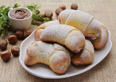 Cornuri pufoase cu ciocolata
