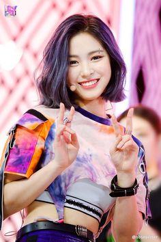 Uzzlang Girl, New Girl, First Girl, Kpop Girl Groups, Korean Girl Groups, Kpop Girls, Shin, Me As A Girlfriend, South Korean Girls