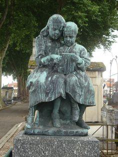 Cimetière de Préville – rue Raymond Poincaré, Nancy (54)    Tombe de Virginie Mauvais – sculpture d'Ernest Bussière