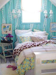Bright Turquoise Bedroom, quite cute. Love the gray-qhite quilt