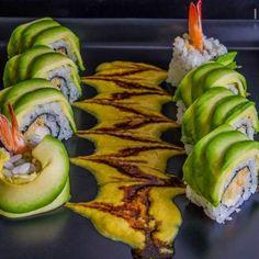 LANGOSTINOS CRUJIENTES CON SALSA DE CURRY Salsa Curry, Sushi Rolls, Zucchini, Menu, Drink, Vegetables, Ethnic Recipes, Amor, Make Sushi